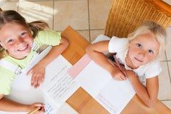执行家庭作业学校的子项 库存图片