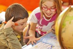 执行家庭家庭作业孩子 免版税库存图片