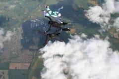 执行形成自由下落跳伞运动员三 库存图片