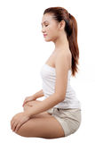 执行思考的位置女子瑜伽的亚洲人 库存照片