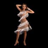 执行拉丁美州的舞蹈的少妇充满激情 免版税库存图片
