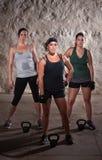 执行新兵训练所样式锻炼的常设妇女 免版税图库摄影