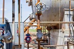 执行焊接地方在管道系统的设施运作 图库摄影