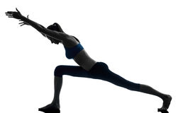 执行瑜伽的妇女 图库摄影