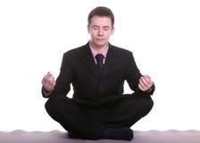 执行瑜伽的生意人 免版税库存图片