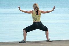 执行瑜伽 免版税图库摄影