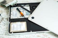 执行膝上型计算机主板计划维修服务维修服务专家 免版税库存照片