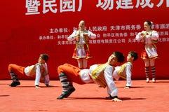 执行舞蹈的孩子 免版税库存照片
