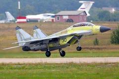 执行试验飞行在Zhukovsky,莫斯科地区,俄罗斯的俄国海军米高扬MiG29K 30黑喷气式歼击机 免版税库存照片