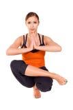 执行适合的实践的女子瑜伽年轻人 免版税库存图片