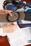 执行飞行员的飞机计算 免版税图库摄影