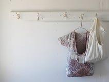 执行洗衣店成熟妇女 库存照片