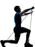 执行gymstick锻炼健身姿势的人 免版税库存照片