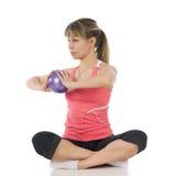 执行pilates的健身女孩 库存图片