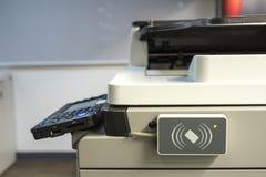 扫描的钥匙卡片的存取控制能访问复印机 免版税库存图片