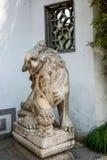 扬州在小金山狮子前面的苗条西湖 免版税图库摄影