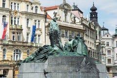 扬・胡斯纪念碑,老镇中心在布拉格 免版税库存图片