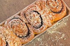 扭转的甜小圆面包用巧克力 免版税图库摄影