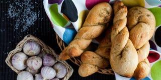 扭转的蒜味面包 图库摄影