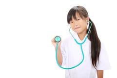 扮演护士的小亚裔女孩 库存照片