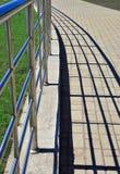 扶手栏杆影子 免版税库存图片
