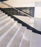 扶手栏杆楼梯 免版税库存照片