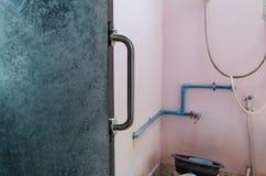 扶手栏杆被设定对卫生间门 免版税库存图片