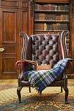 扶手椅子传统的切斯特菲尔德 库存图片