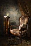 扶手椅子内部豪华葡萄酒 免版税图库摄影