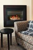 扶手椅子壁炉 免版税库存图片