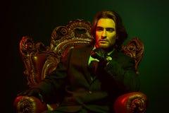 扶手椅子的富人 库存图片