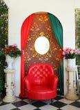 扶手椅子豪华大阳台葡萄酒 库存照片