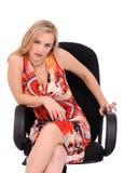 扶手椅子邪恶的坐的妇女 免版税库存照片