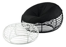 扶手椅子黑色现代钢凳子 免版税库存图片