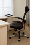 扶手椅子黑色皮革 库存照片