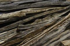 批老分裂的木头 库存照片