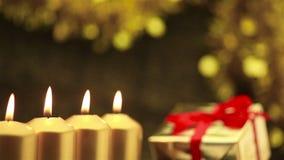 批评在圣诞节的四个出现蜡烛 股票录像
