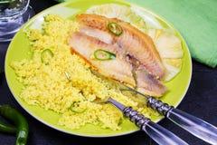 批评在菠萝板条的嫩煎的鱼用蒸丸子 库存照片