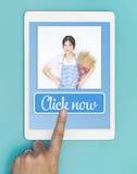 寻找您家庭清洁服务网上 免版税库存图片