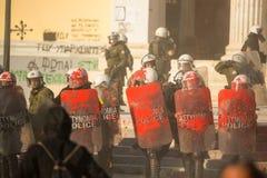 寻找新的最大安全监狱的废止的左派分子和无政府主义者小组,发生冲突与防暴警察, 免版税库存图片