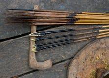 寻找的使用Mentawai部落的人箭头 库存照片