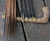 寻找的使用Mentawai部落的人箭头 免版税图库摄影