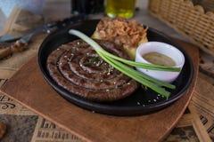寻找肉制品香肠的多脂食物不健康 免版税库存照片