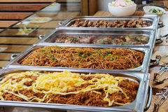 承办的自助餐亚洲食物盘用肉 库存照片