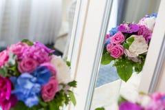 承办酒席装饰花的布置 库存照片