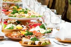 承办酒席装饰食物集合表 免版税库存照片