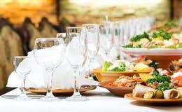 承办酒席装饰食物集合表 免版税库存图片