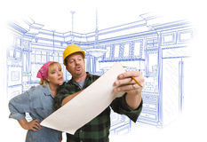 承包商谈论计划与后边妇女,厨房图画 免版税库存图片