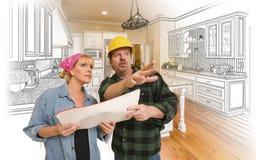 承包商谈话与在厨房图画和照片的顾客 库存照片