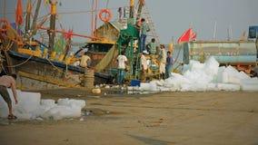 承担冰的印地安渔船 免版税库存图片